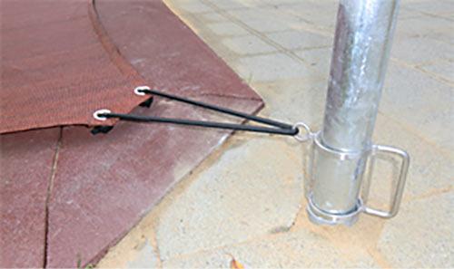 Ein Stellgriff für die Justierung der Höhe einer Sanndkastenabdeckung