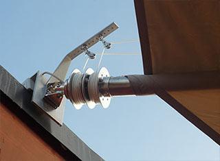 Das Aufrollsystem für Sonnensegel mit Spule und Einlaufblock