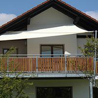 balkon-mit-sonnensegel-sonnenschutz-thumb