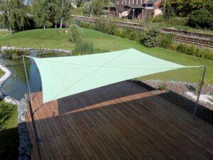 Gr nes sonnensegel teich solarprotect for Sonnensegel uber teich