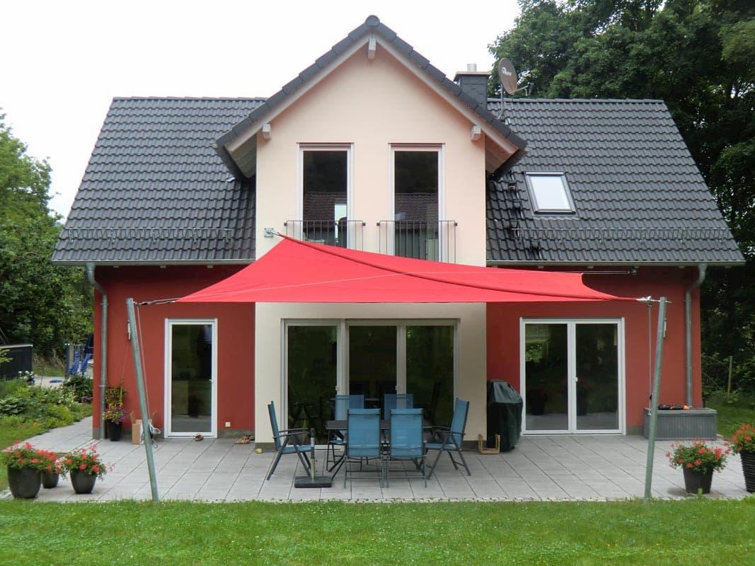Sonnensegel für Hausterrasse und Sitzgruppe