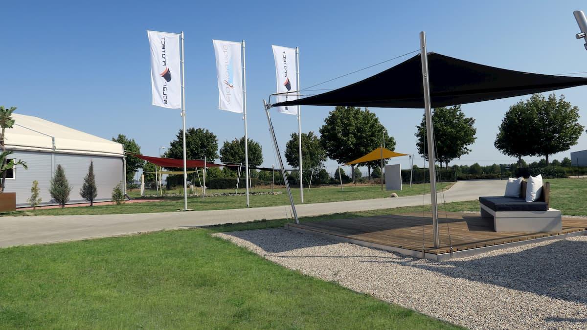 Vela-Lounge auf dem Firmengelände der solarprotect Sonnensegel GmbH